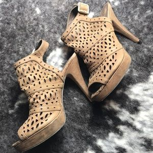 Vince Camuto Leather Tan Heels